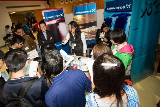 Chinese elite students looking into ther opportunities to study in Denmark at the Danish education and career fair in China: Denmark Day